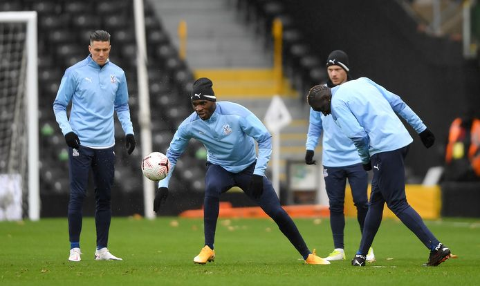 Crystal Palace's Christian Benteke (centre and his team-mates warming up before the Premier League match at Craven Cottage, London. ! only BELGIUM !