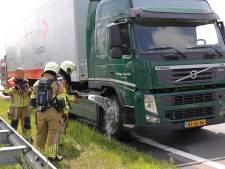 Vrachtwagen met remproblemen zorgt voor file en botsing op N261 Waalwijk
