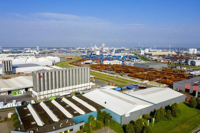De West-Brabantse economie doet het vooral dankzij de industrie, zoals hier op Moerdijk, net iets beter dan veel andere regio's.