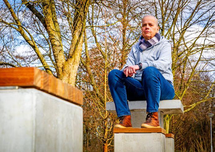 Diana Mast raakte dakloos nadat haar vrouw in 2017 overleed. Ze is bewust kaal.