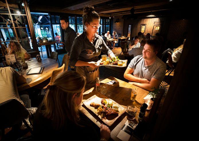 'Op Hete Kolen' koos voor hout bij de inrichting van het restaurant. foto René Manders/DCI Media