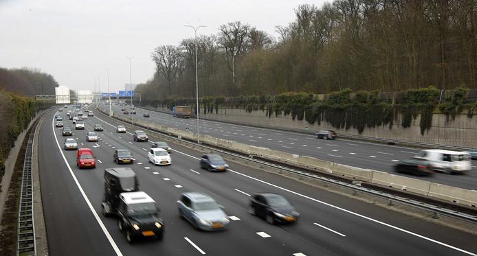 Snelweg A27 doorkruist Amelisweerd. Hier moet de weg breder worden om een eind te maken aan de dagelijkse files.