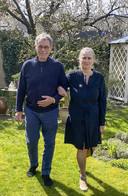 Sjef en Thea zestig jaar later in hun tuin.