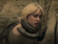 Billie Eilish wordt bijna gewurgd door anaconda in nieuwe clip