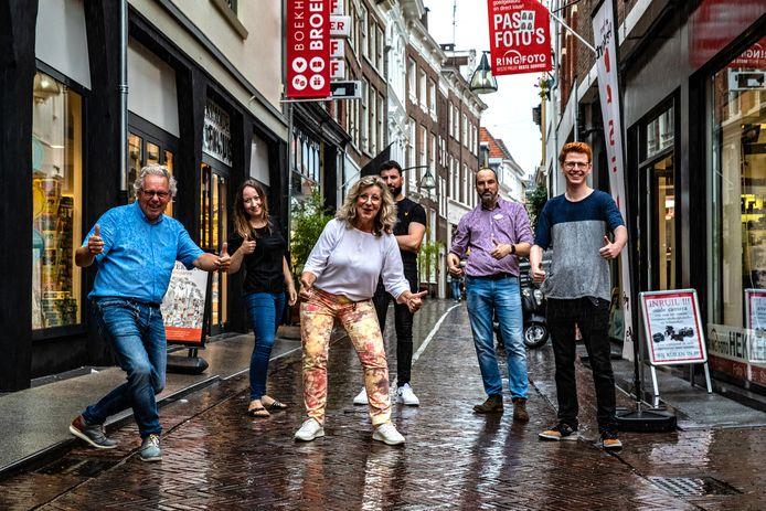 Een deel van de nieuwe ondernemers die na jaren van malaise de Kop van de Lange Bisschopstraat laten swingen. Hoe is deze ommekeer te verklaren?