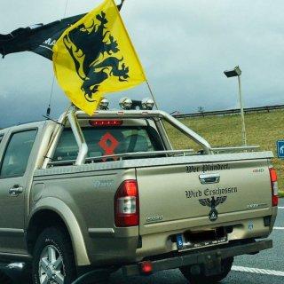 wat-is-het-vlaams-legioen-dat-openlijk-pronkt-met-nazisymbolen-op-vlaams-belang-manifestatie