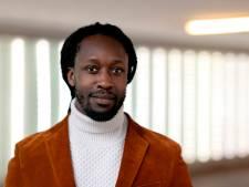 Akwasi blijft na ophef bij Omroep Zwart, maar achter de schermen