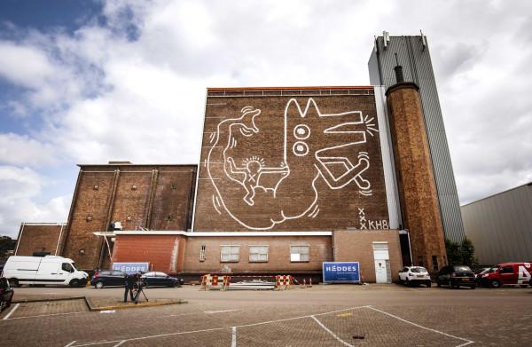 **Muurschildering 'groovy zeebeest' van Keith Haring komt na dertig jaar weer tevoorschijn**