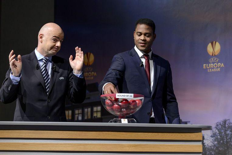 Kluivert wordt inmiddels gezien als een grote voetballegende. Hier doet hij de loting voor de Europa League 2012/2013 Beeld ANP