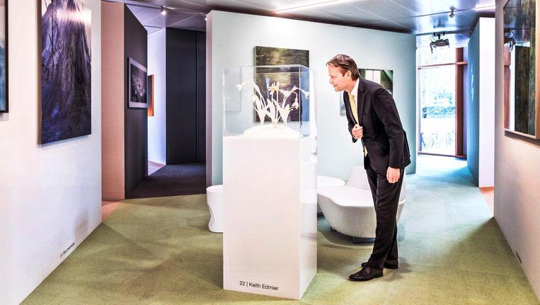 Ton Büchner op het hoofdkantoor van AkzoNobel in Amsterdam. Beeld Raymond Rutting / de Volkskrant