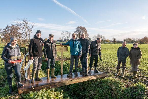 Dankzij de bouw van de voetgangersbrug over de Landbeek is een verloren gewaande trage weg in ere hersteld.
