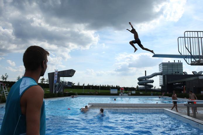 Zwembad De Windas.Badjuf Zag Jonge Vluchteling Zinken In Zwembad Rotterdam
