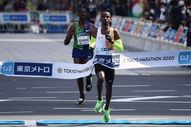 Bashir Abdi verbetert zijn Belgisch record op de marathon van Tokio. Beeld AFP