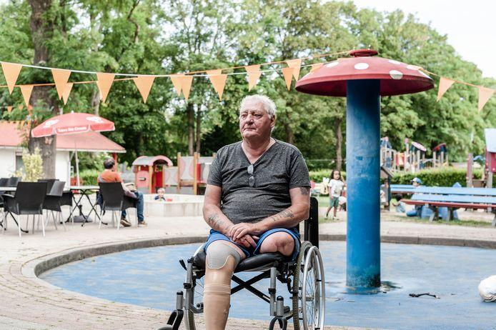 """John Melissant, al 30 jaar het gezicht bij Speeltuinvereniging Kralingen, mist zijn benen: ,,Ik wil niet zielig gevonden worden."""""""