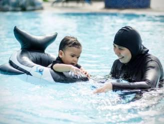 Merelbeke moet 1.300 euro schadevergoeding aan vrouw die niet in boerkini mocht zwemmen