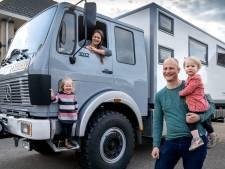 Dit gezin trekt met een omgebouwde brandweerwagen door Europa: 'We nemen whisky mee voor als we hulp nodig hebben'