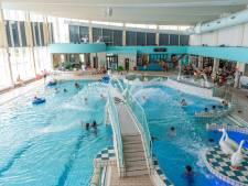 Binnenbad druk door natte zomer: 'Maar we verheugen ons juist op buiten zwemmen'