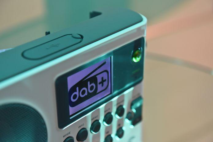 Een DAB+ radio is al vanaf enkele tientjes verkrijgbaar. Duurdere exemplaren bezitten vaak tevens een FM-tuner en de mogelijkheid tot streaming, al dan niet via bluetooth