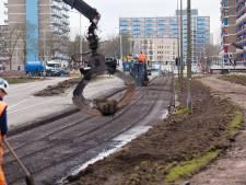 Werkzaamheden aan Alphense Veldbloemweg lopen uit: weg langer dicht