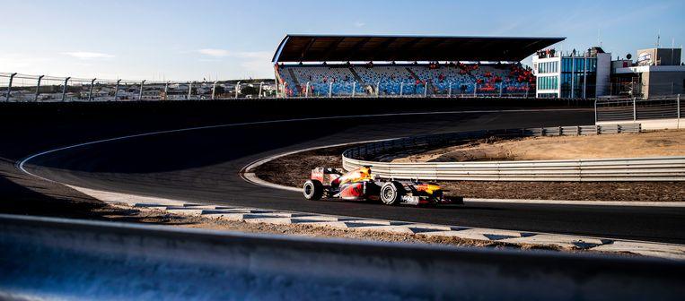 Formule 1-coureur Max Verstappen rijdt het eerste officiële rondje op het vernieuwde circuit van Zandvoort.  Beeld Hollandse Hoogte /  ANP