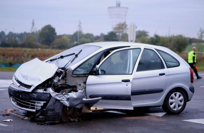 Bij een ernstig ongeluk op de kruising van de Van Heemstraweg en de Steenweg in Zaltbommel vielen in september 2017 drie gewonden.