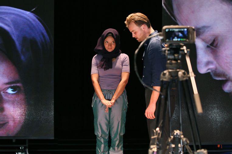 Jade Olieberg en Tim Olivier Somer in Laura H.  Beeld  Sanne Peper