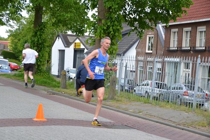Huub Maas (THOR) wist zijn voorsprong op snelste achtervolger Wouter Warndorff (Achilles LTV) in de slotronde te vergroten.