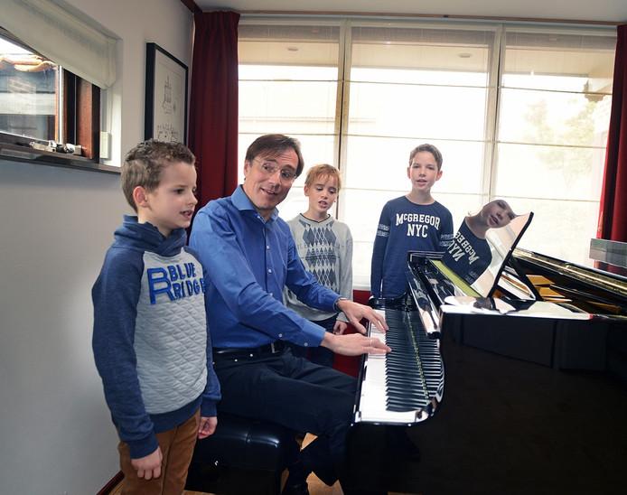 Wim Boer: ,,Met de fraaie heldere stemmen oogst mijn kleine jongenskoor veel lof tijdens concerten.''