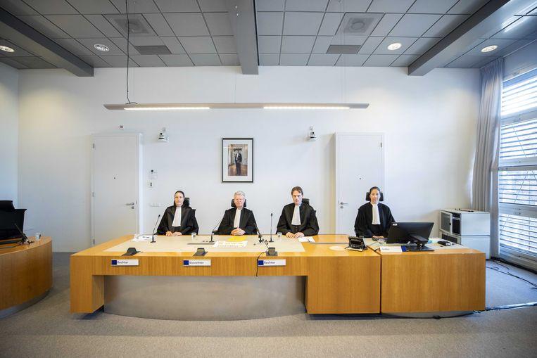 De opkomst van de rechtbank voor aanvang van de pro-formazitting met Gokmen T.  Beeld ANP