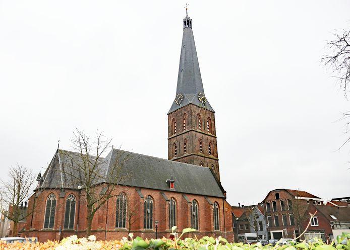 De Sint-Janskerk gezien vanaf het pad naar de Spaanse Poort. Tegenstanders van het geplande parochiegebouw willen het vrije zicht op de kerk behouden.