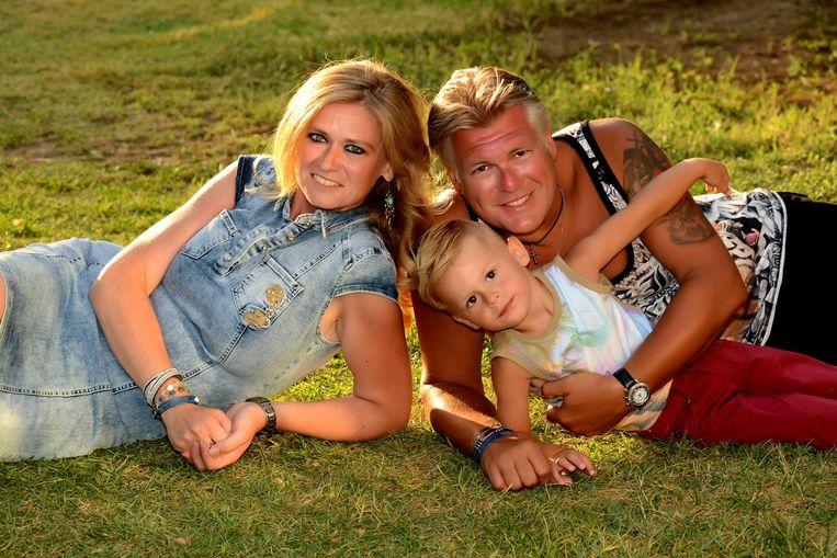 Tommy de Craene en Lindy Dombrecht samen met hun zoontje Jesse, enkele uren voor de aardbeving, tijdens een fotoshoot in hun hotel in Turkije.
