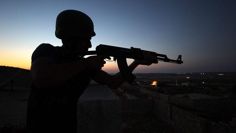 Een Syrische rebel nabij Aleppo. Beeld EPA