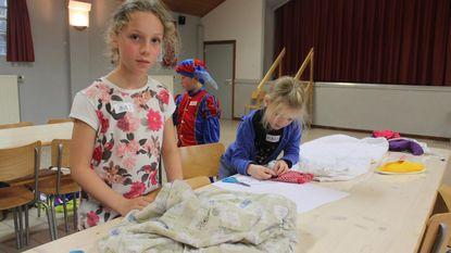 Kinderen geven oude kledij nieuw leven