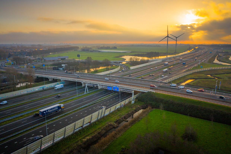 Het is rustig op de kruising van de A4 en de N206 bij Leiden. Beeld