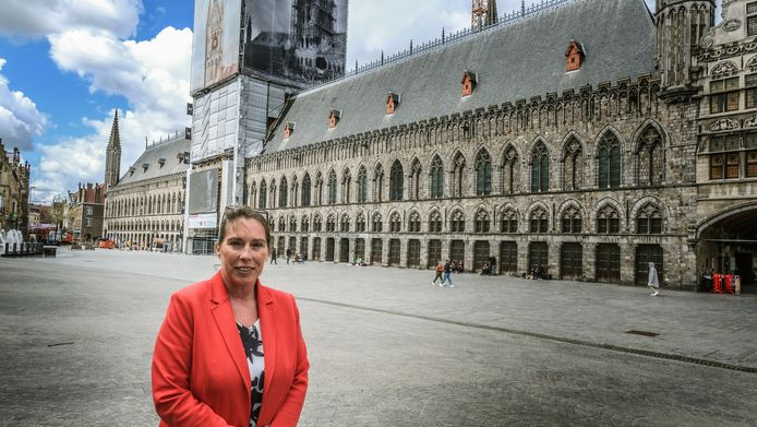 """CD&V-fractieleider Katrin Desomer: """"Waarom geen groot openluchtterras op het verkeersvrije deel van de Grote Markt tijdens de weekends in de zomer?"""""""