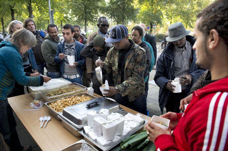 De Nederlandse overheid moet ook uitgeprocedeerde asielzoekers en ongedocumenteerde migranten opvangen. Beeld ANP
