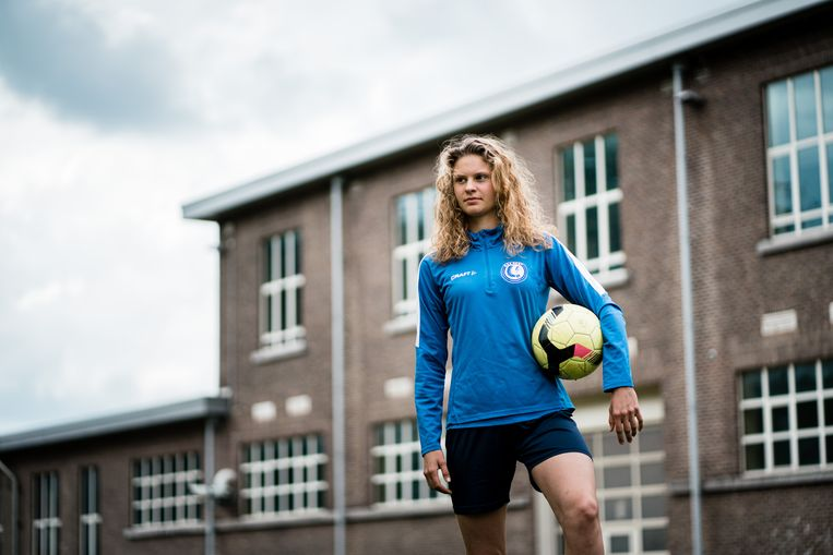 Morgane Lecompte, AA Gent: 'Het vrouwenvoetbal is gelukkig aan het normaliseren.' Beeld Wouter Van Vooren