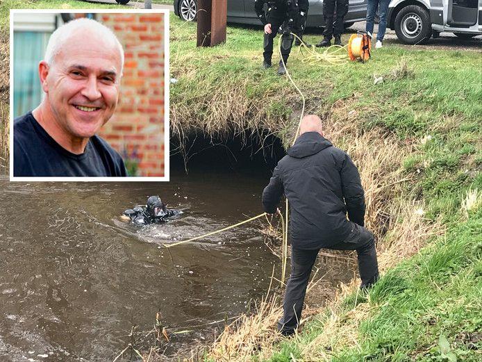 Een duiker van de politie in het Nederlandse Steenbergen op zoek naar de kettingzaag waarmee loodgieter Johan van der Heyden uit het Antwerpse Lint in stukken is gezaagd.