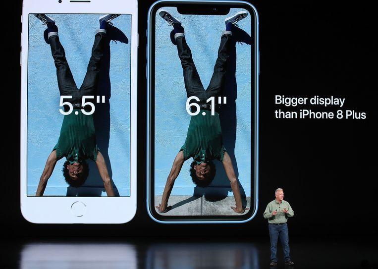 De iPhone Xr (rechts) naast de iPhone 8 Plus (links).