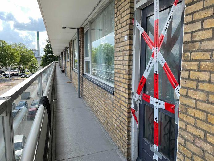 De burgemeester van Zwijndrecht heeft de woning in de Kapitein Horsmanflat laten sluiten.