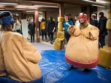 Universiteit neemt afscheid van Thomas van Aquinostraat met sumo en lasergamen