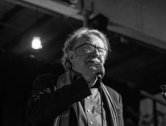 """Jan, zanger van de Straatschenders, publiceert elke week een vertelsel in het Gents: """"Ik vertel alsof het een  avond met familie en vrienden is"""""""