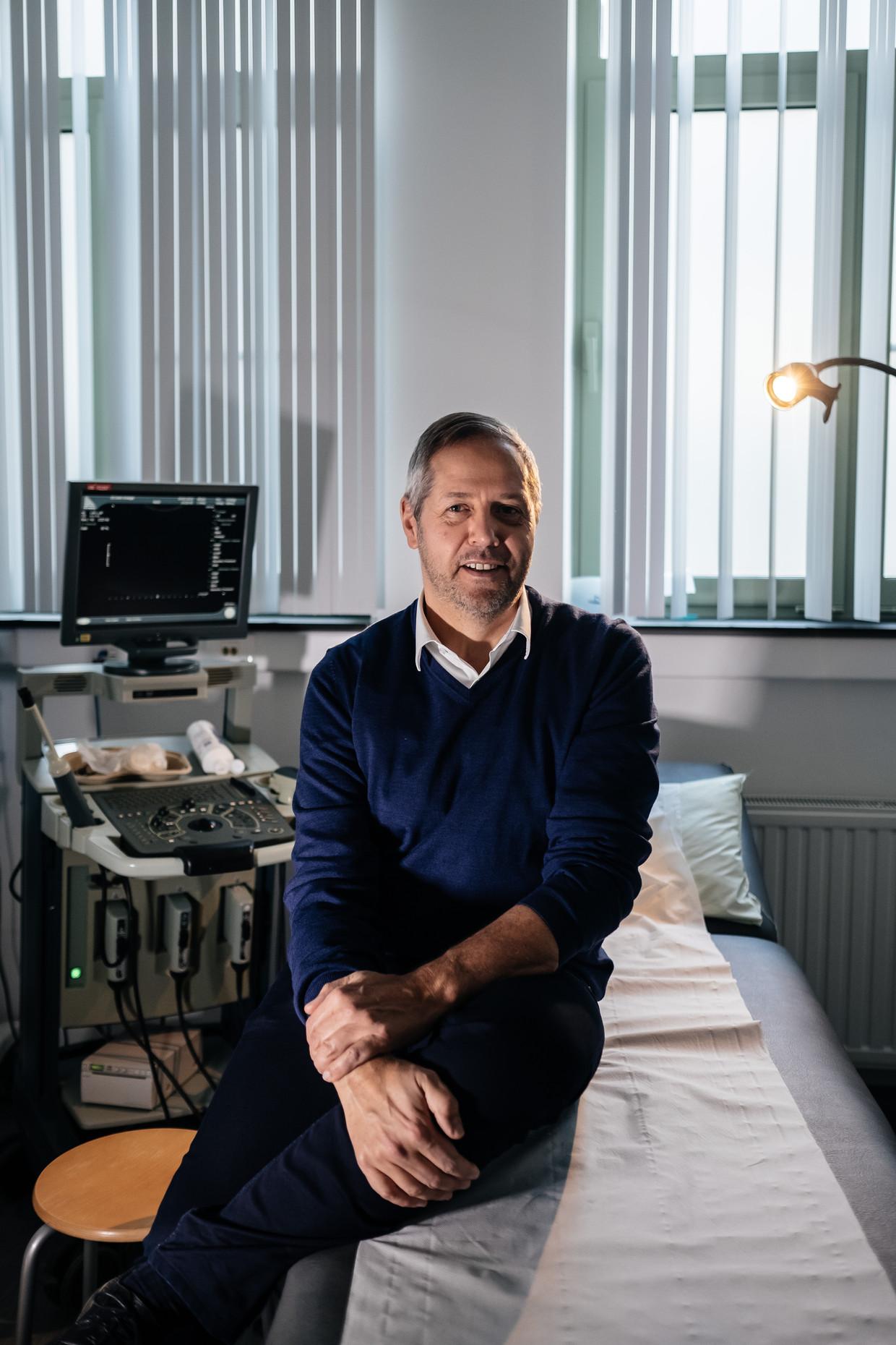 Bij uroloog Piet Hoebeke heeft vooral het opereren van transmannen er fors ingehakt. 'Liep zo'n gezonde patiënt een complicatie op, dan woog dat extra zwaar op mij.' Beeld Wouter Van Vooren