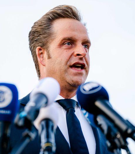 Minister De Jonge wil fraude met coronaverklaringen aanpakken: 'Schandalig'