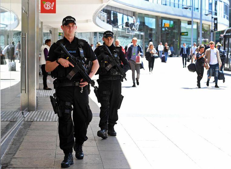 Bewapende patrouille in het centrum van Manchester. Beeld anp
