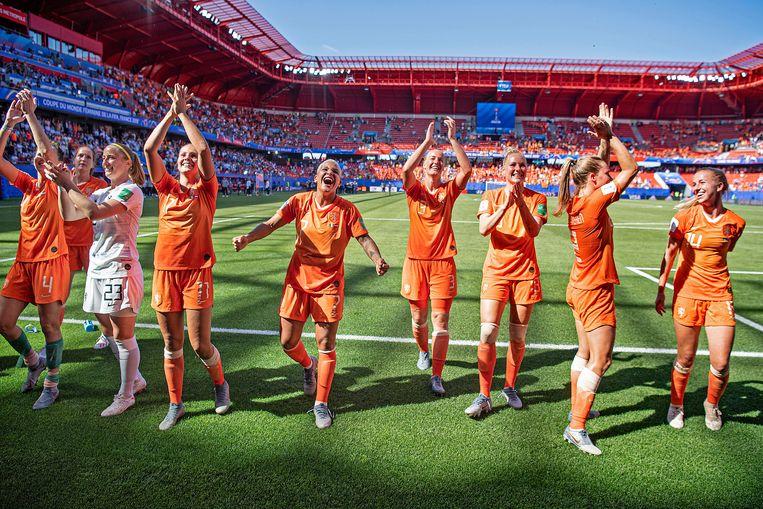 De vrouwen juichen na het behalen van de halve finale van het WK in 2019, een unicum.  Beeld Guus Dubbelman/ de Volkskrant