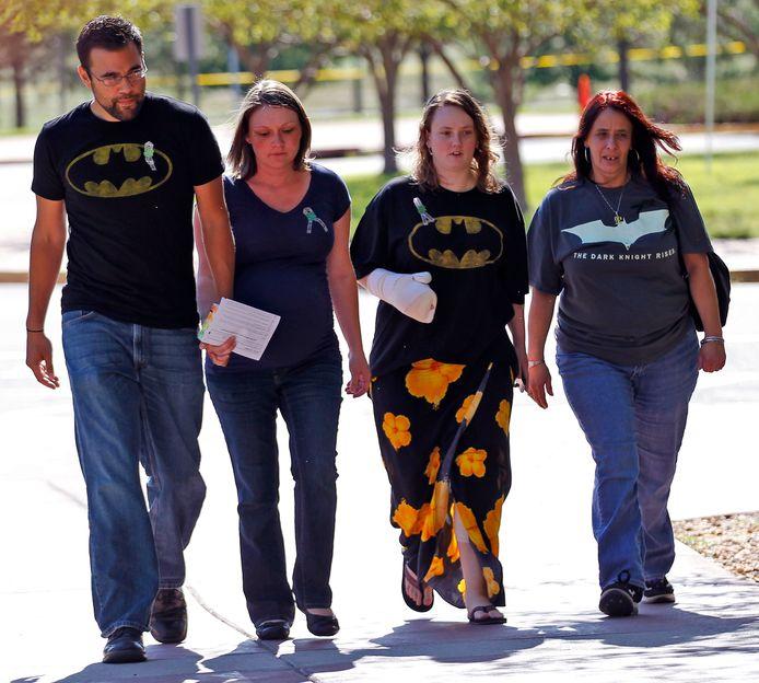 Mensen met een Batman-T-shirt woonden de zitting bij in Arapahoe.