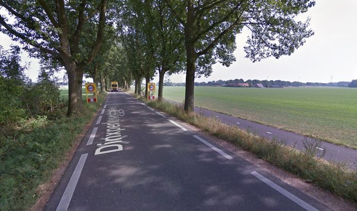 Een motoragent heeft op de Dinxperlosestraatweg in IJzerlo een hardrijder betrapt. Het rijbewijs van de bestuurder is ingevorderd omdat hij 61 kilometer te hard reed.