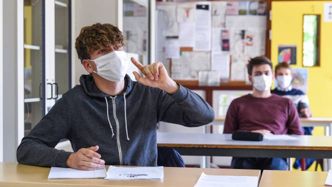 Leerlingen middelbaar onderwijs in Wallonië moeten weer voltijds mondmasker dragen