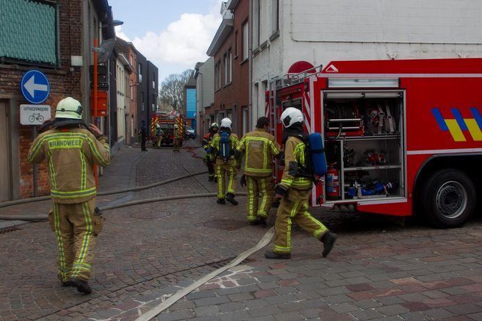 De brandweer van de zone Midwest was snel ter plaatse in de Kerkstraat in Tielt.